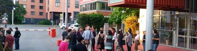 Dialognest vor dem Theaterhaus Stuttgart